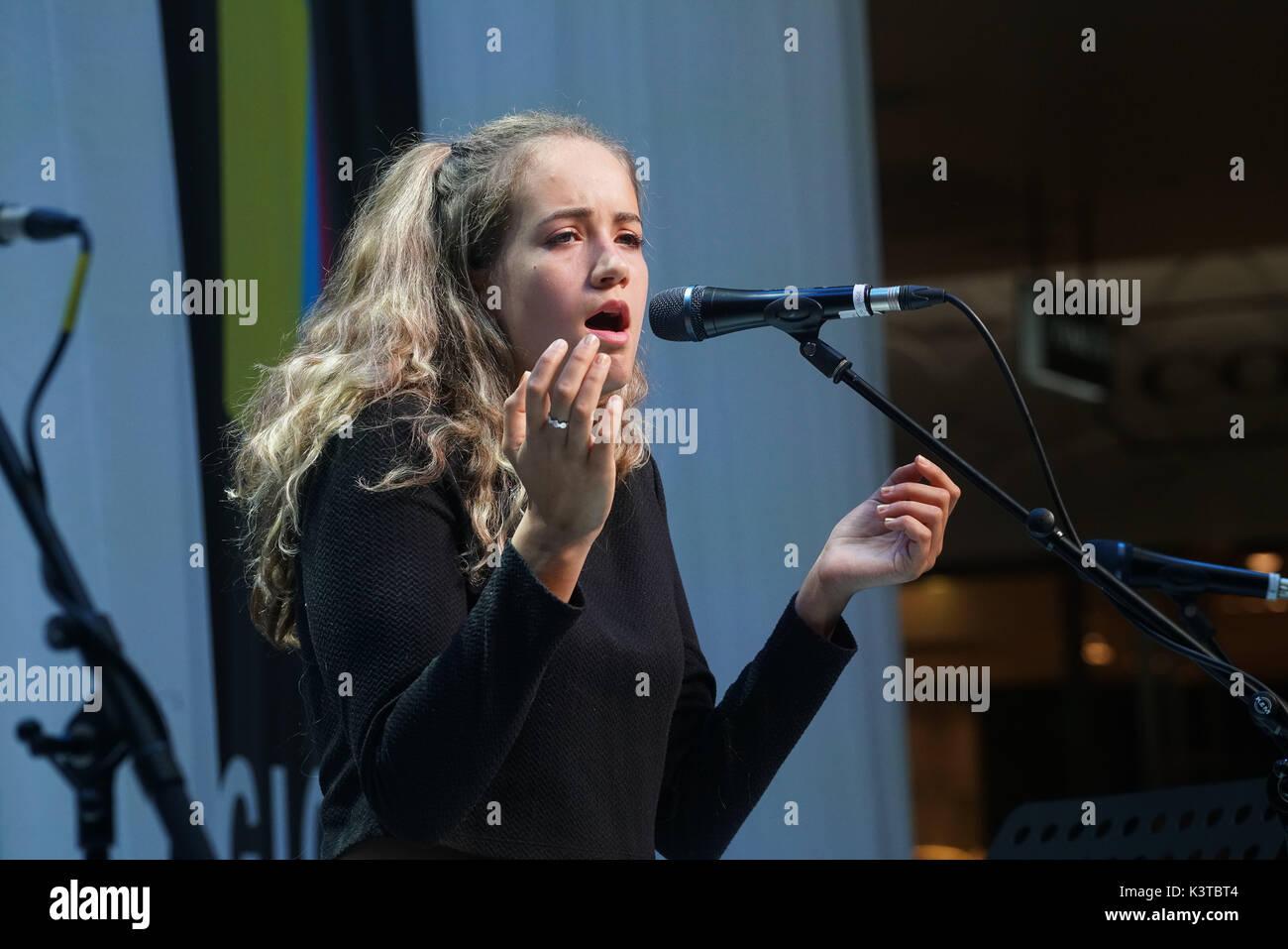 Londres, Royaume-Uni. Sep, 2017 3. Finalistes Maeve Fitzpatrick effectuer à la maire de Londres Concerts à Westfield London. Credit: Voir Li/Alamy Live News Banque D'Images