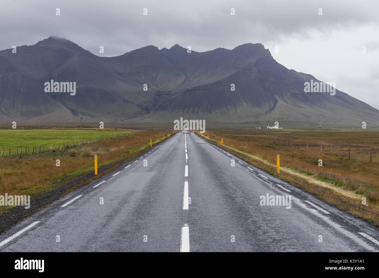 Route droite dans la péninsule de Snæfellsnes, l'Islande Photo Stock