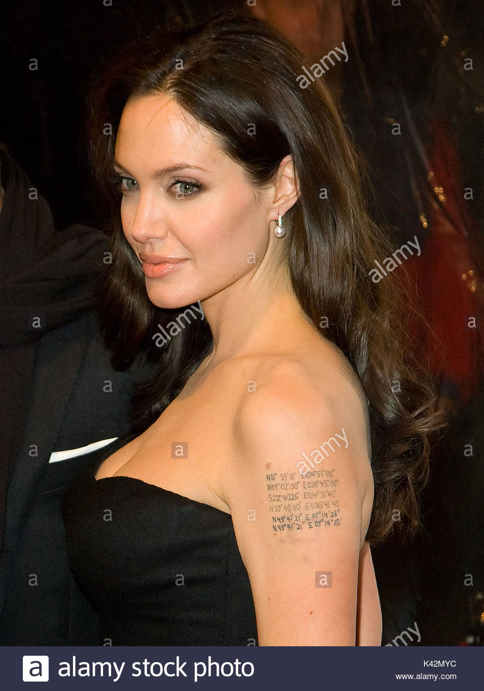 Angelina Jolie Angelina Jolie S Tatouages Et Leurs Significations