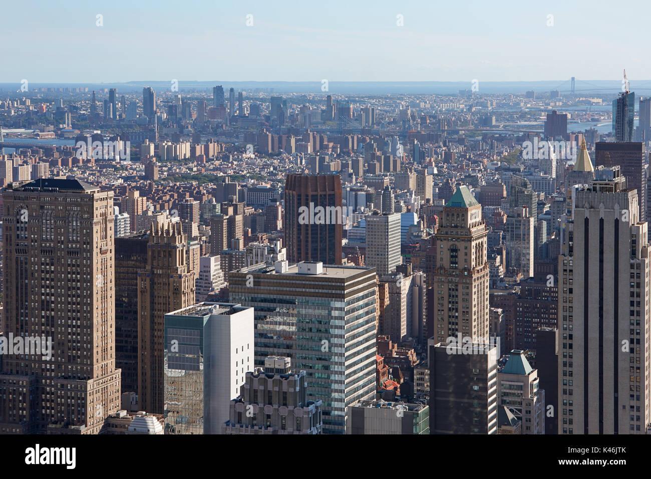New York City skyline vue aérienne avec des gratte-ciel et l'horizon dans une journée ensoleillée Photo Stock