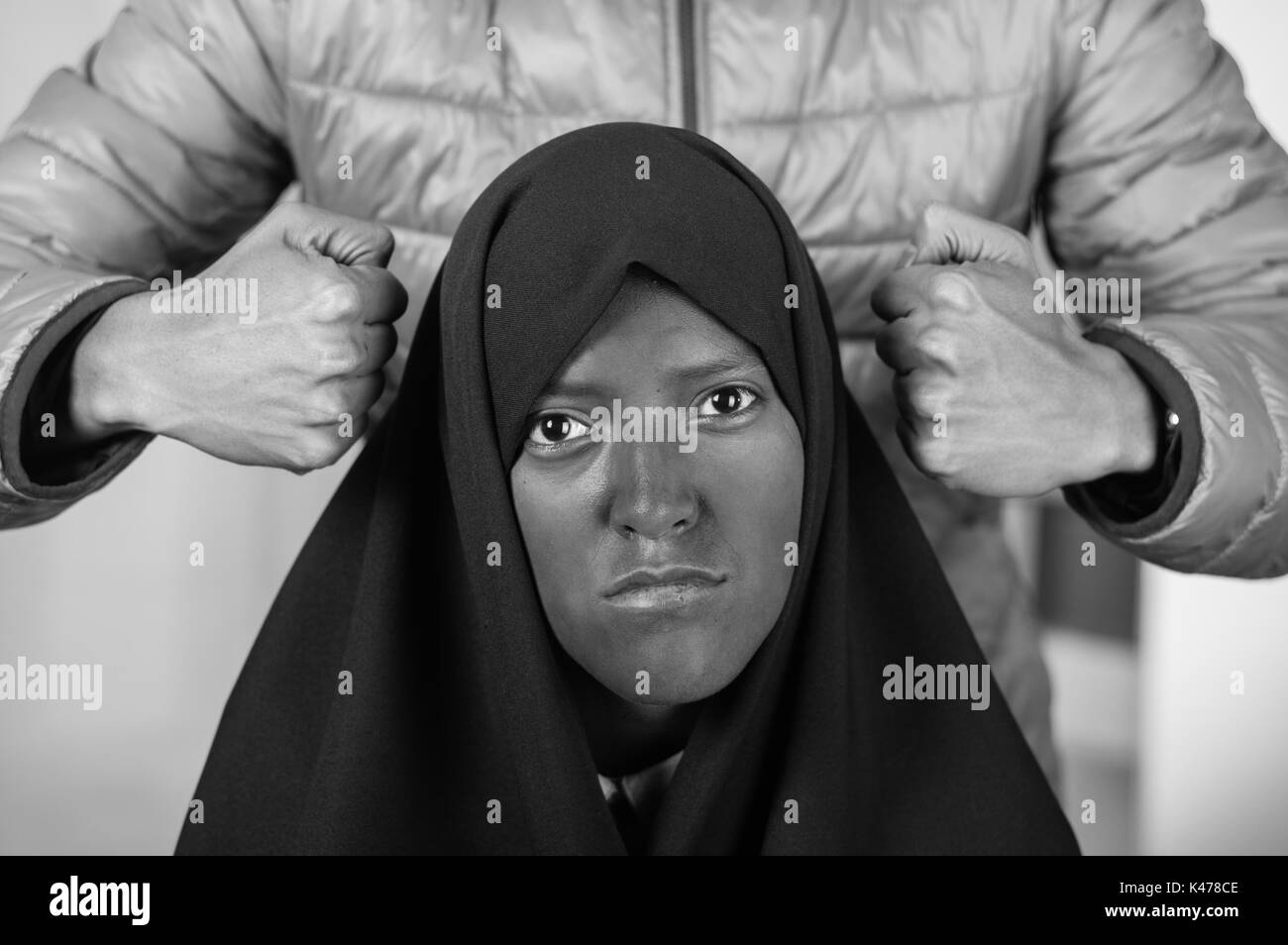 ae54c59b0ab Portrait d une belle jeune fille musulmane portant un foulard