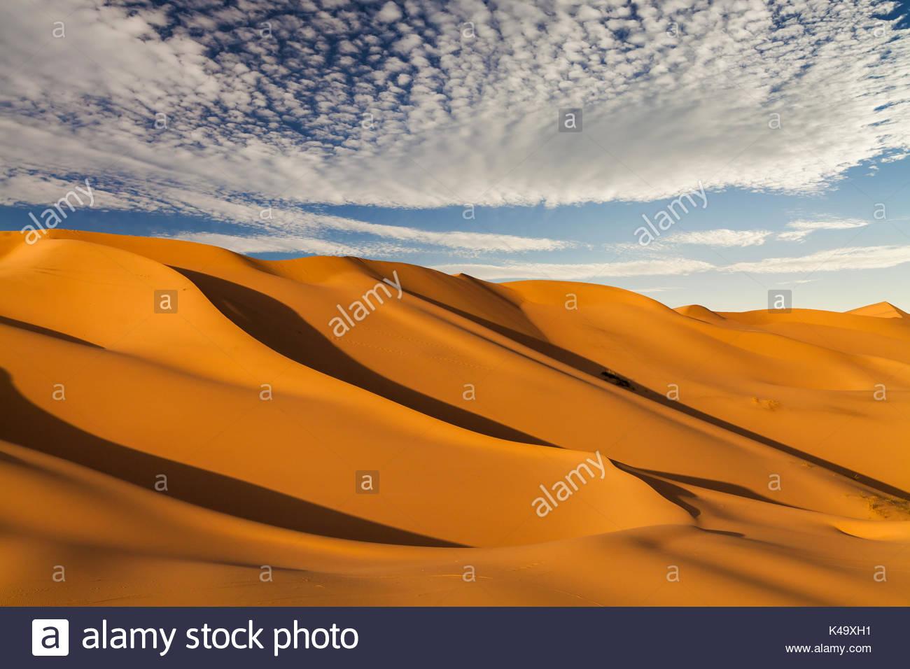 De belles dunes de sable dans le désert du sahara Photo Stock