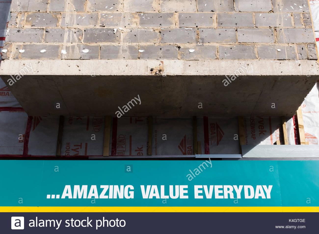 Poundland store, Falkland Square montrant le signe d'un excellent rapport qualité/prix à tous les jours et que le bardage a été retiré, Poole, Dorset, England, UK Photo Stock