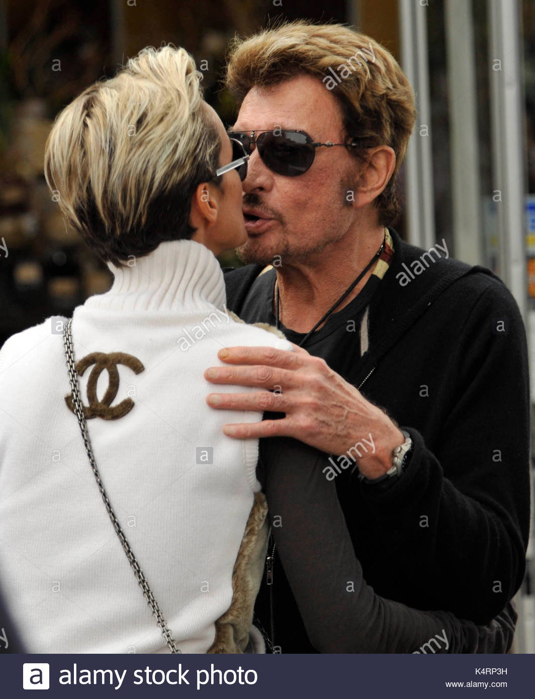 johnny hallyday et laeticia hallyday le chant fran ais johnny hallyday l gende avec sa femme. Black Bedroom Furniture Sets. Home Design Ideas