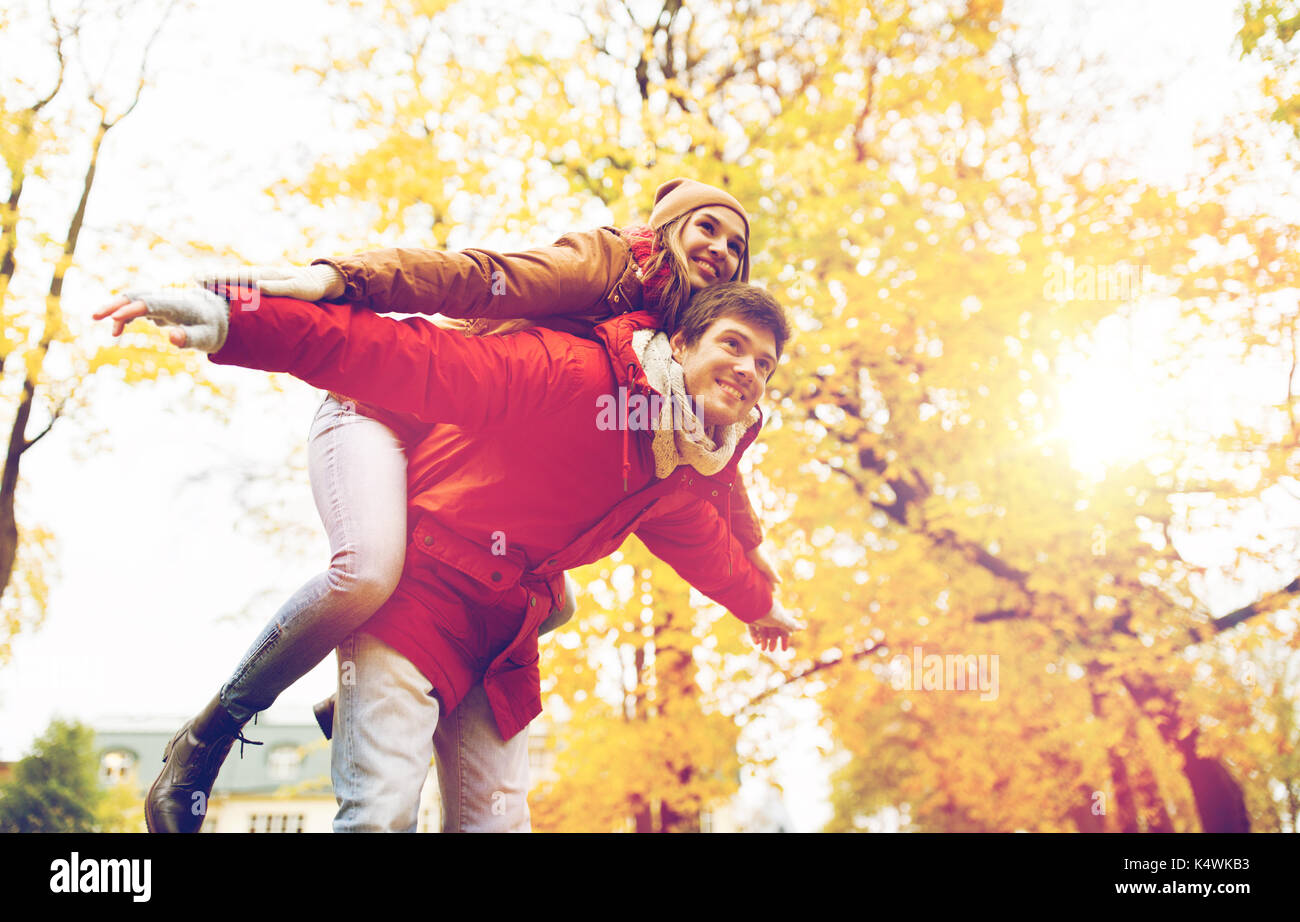 Happy young couple having fun in autumn park Photo Stock