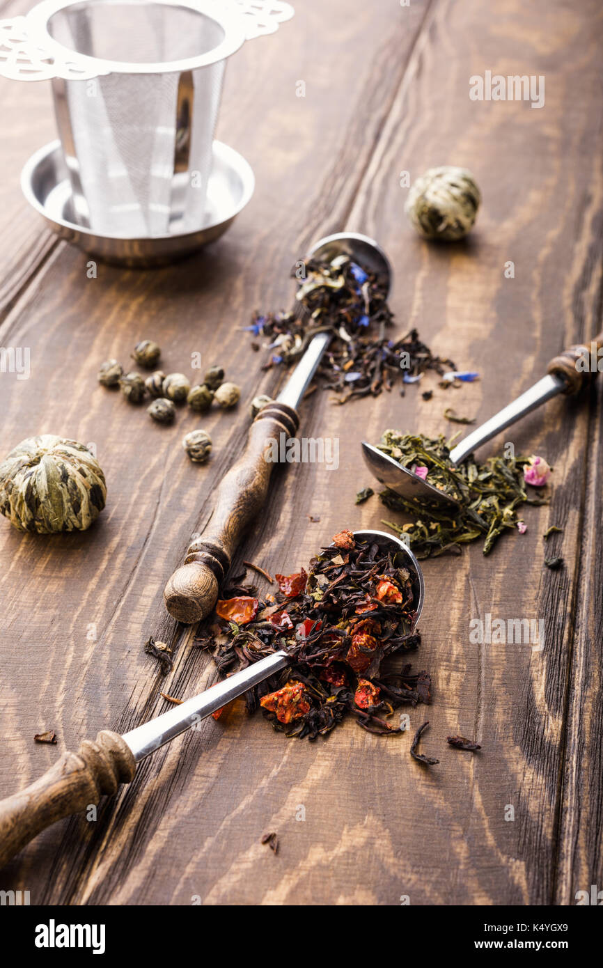 Arrière-plan avec différents types de feuilles de thé Photo Stock