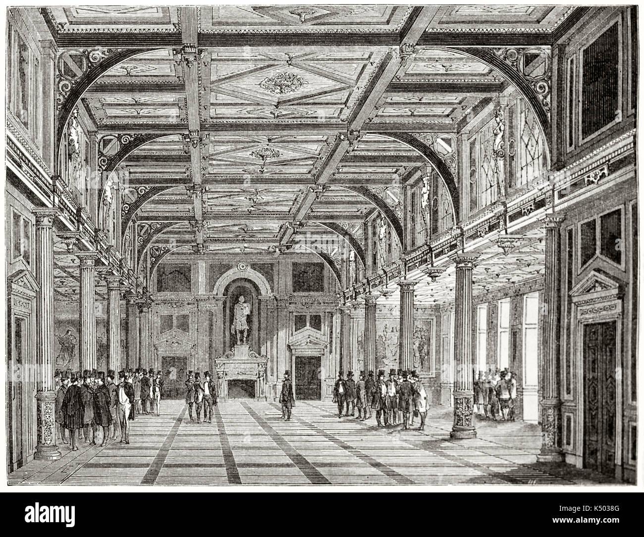 Vue Perspective Frontale Du0027une Ancienne Grande Chambre De Luxe Avec De  Hauts Plafond à