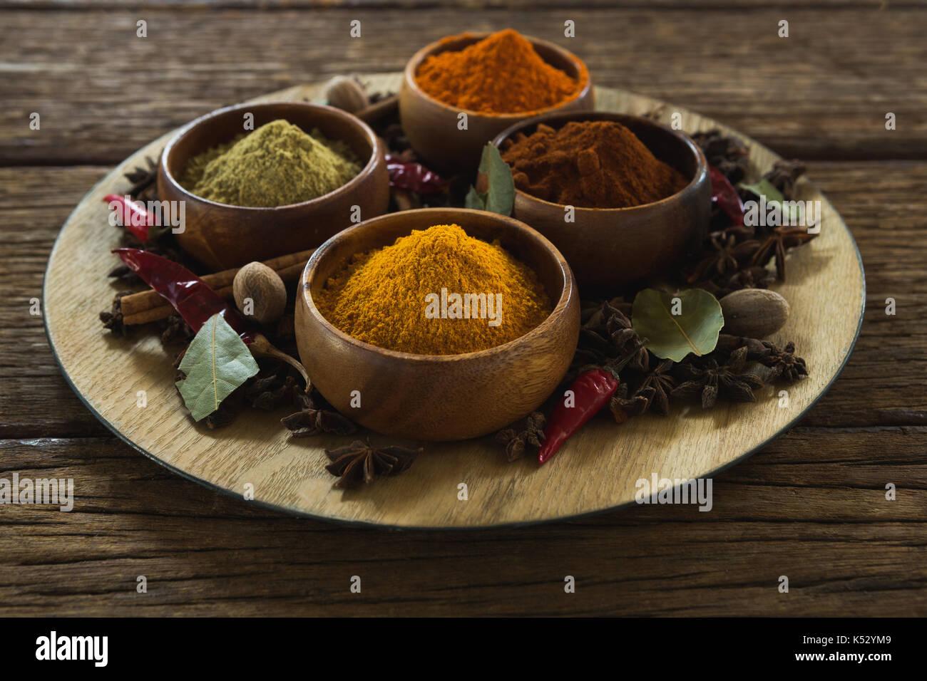 Close-up de divers type d'épices dans un bol Photo Stock