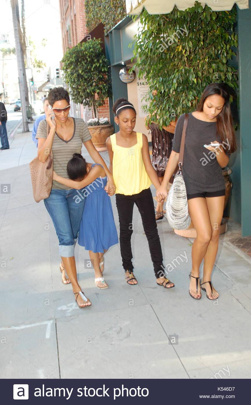 Nicole Murphy et ses filles, Bria, Zola et bella. Nicole Murphy va
