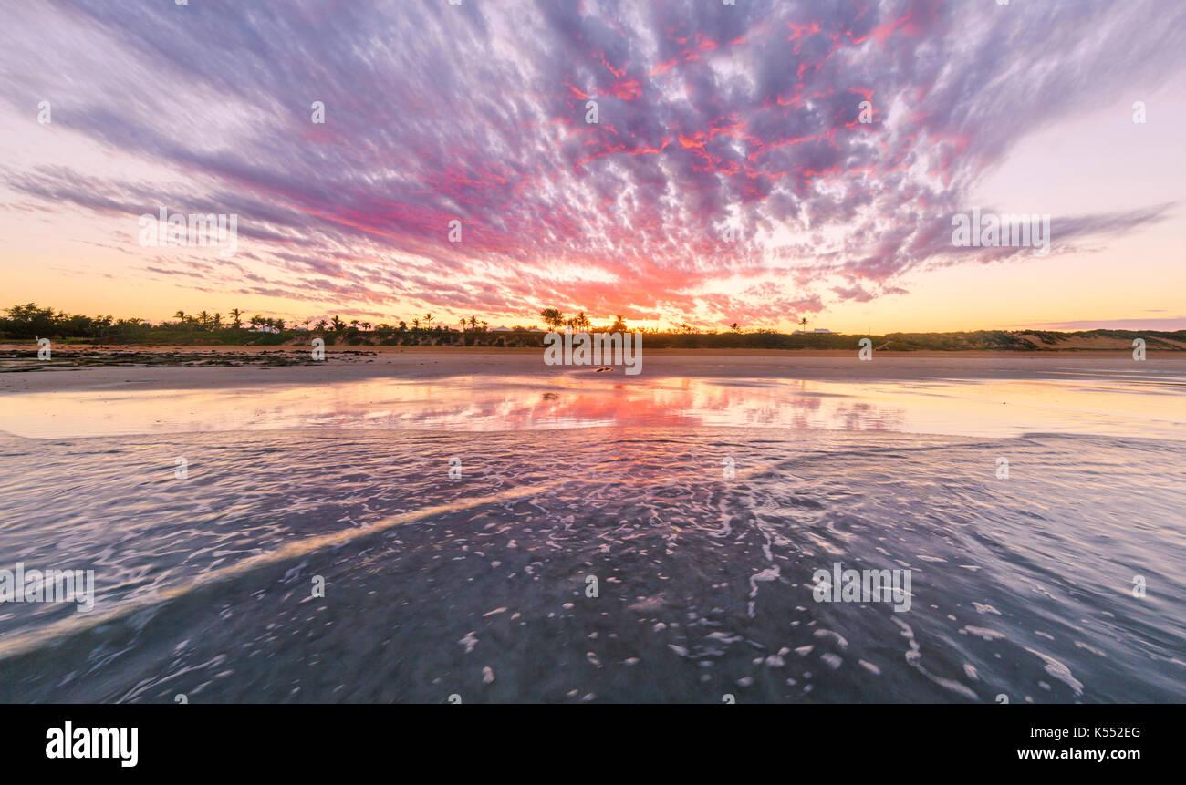 La plage Cable au lever du soleil. Broome Photo Stock