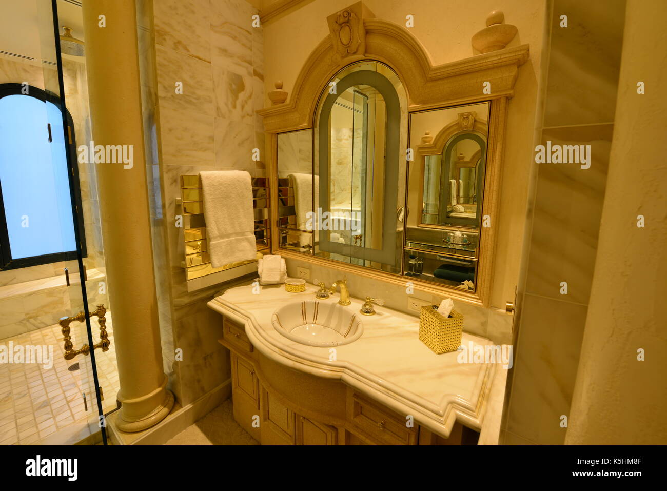 Renovation Salle De Bain Chambery ~ Hilton Hotel Bathroom Photos Hilton Hotel Bathroom Images Alamy