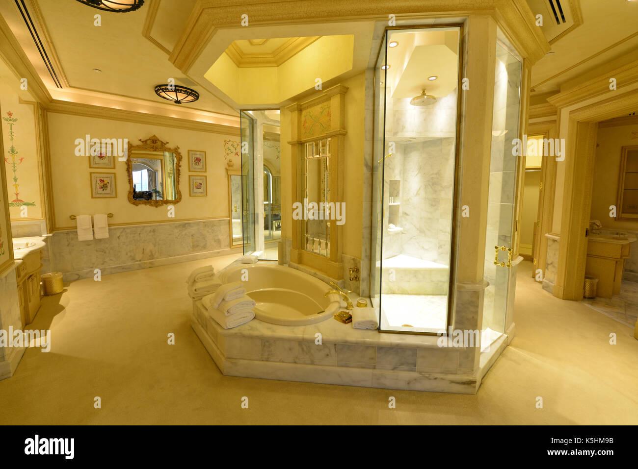 La salle de bains à la suite de l\'\'hôtel Hilton qu\'Elvis ...