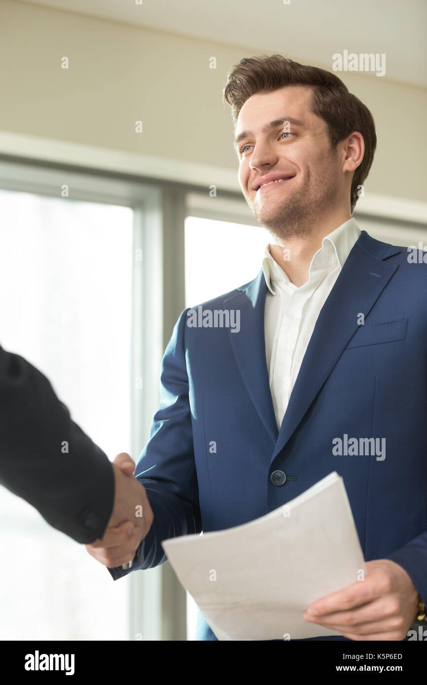 Smiling conseiller financier une liaison avec client Photo Stock