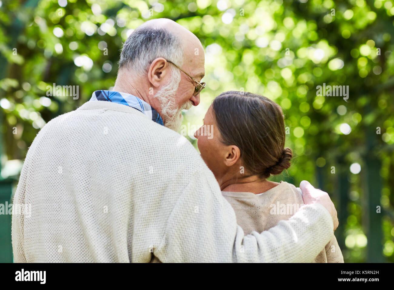 Les personnes âgées amoureuses Photo Stock