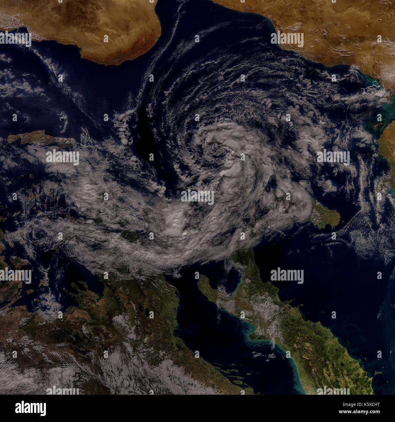 Tempête cyclonique dans la Méditerranée. Éléments de cette image sont meublées par la NASA Photo Stock