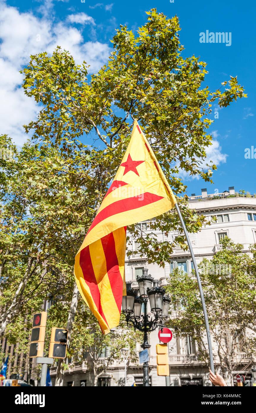 Barcelone, Espagne. Sep 11, 2017. Des milliers de pro-indépendance flags (estelades) remplir les rues de Barcelone, sur la journée nationale de la catalogne. Credit: lophius/Alamy Live News Photo Stock