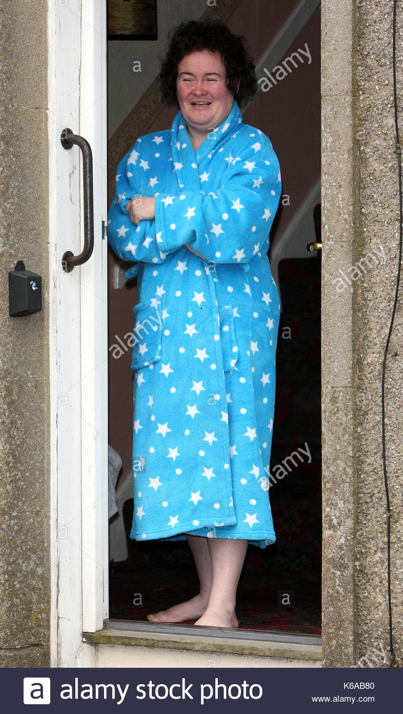 Susan Boyle Susan Boyle Apparaît à Sa Porte à Blackburn Lécosse