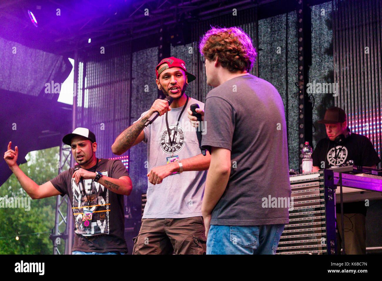 Le groupe de rap 'Tsychofix' en prestation au festival du parc Waltrop Banque D'Images