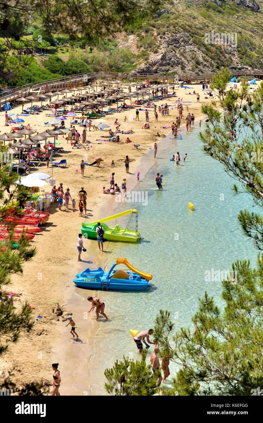 Les personnes bénéficiant de la Méditerranée arenal d'en castell menorca Baléares Espagne Photo Stock