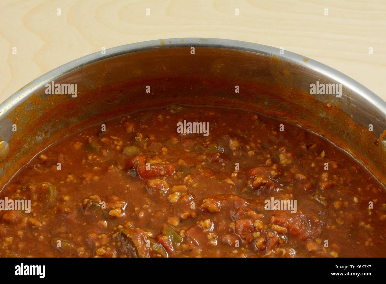 Sauce à spaghetti dans une grande casserole et faites avec de la viande de dinde au sol pour abaisser le cholestérol Photo Stock