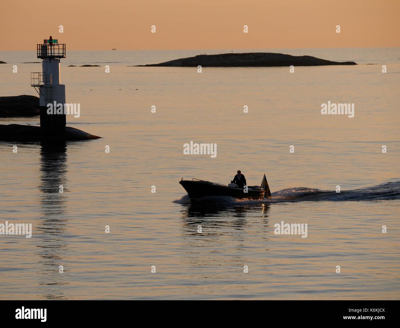 Coucher de soleil à Hönö, Klåva dans l'archipel de Göteborg. Banque D'Images