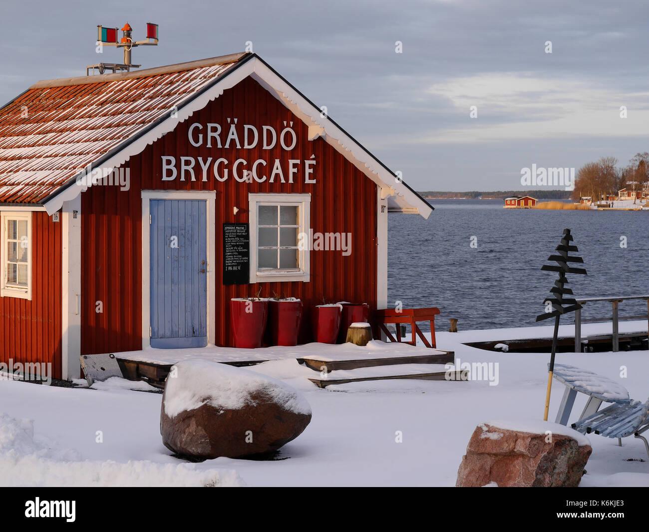 Café au port de Gräddö, Rådmansö dans l'archipel de Stockholm, Suède. Banque D'Images