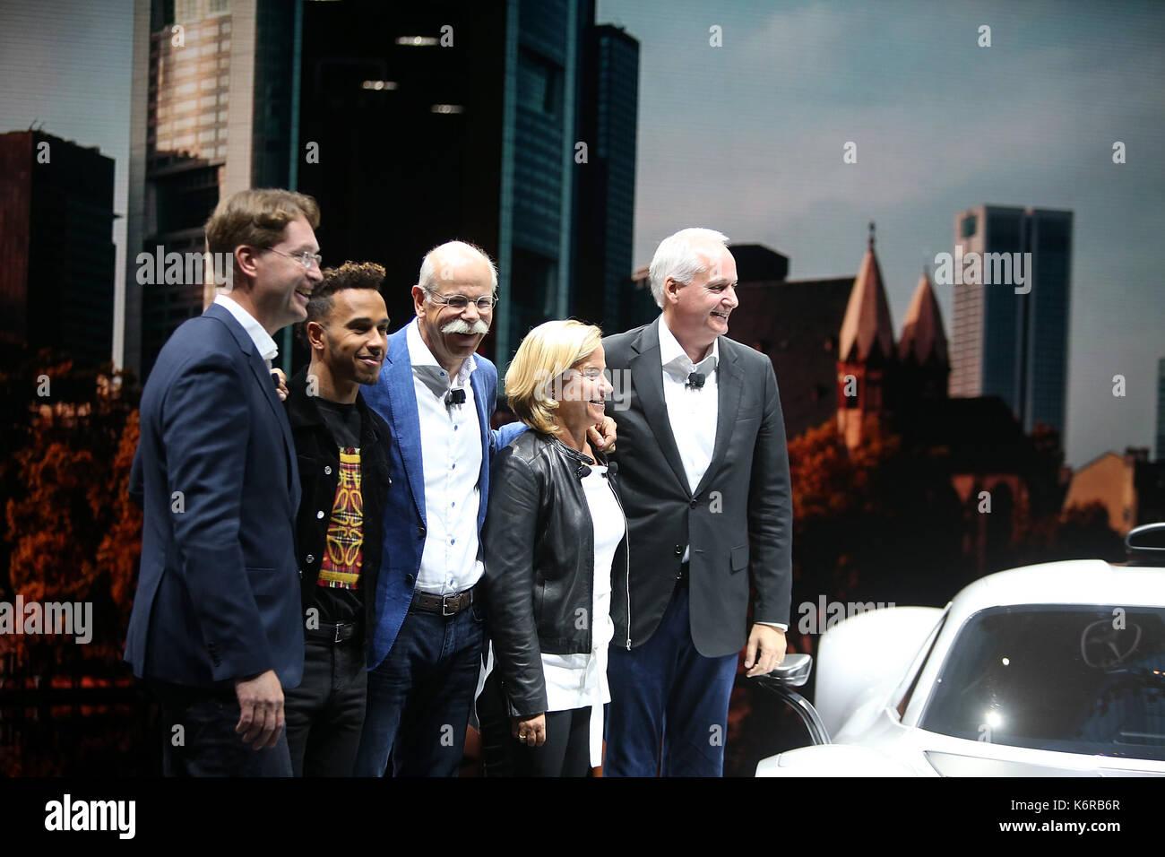 12.09.2017, messegelände, Francfort, 67. iaa pkw Frankfurt/Main, 14. - 24 septembre 2017. , im Bild pressekonferenz mercedes benz ola källenius (vorstandsmitglied der Daimler AG. konzernforschung & mercedes-benz uses entwicklung), formule 1 fahrer Lewis Hamilton, Dr Dieter Zetsche (vorstandsvorsitzender der Daimler AG), Britta seeger vorstandsmitglied der Daimler AG. mercedes-benz uses vertrieb, hubertus troska vorstandsmitglied der Daimler AG. Grande Chine photo: Cronos/hasan bratic Photo Stock