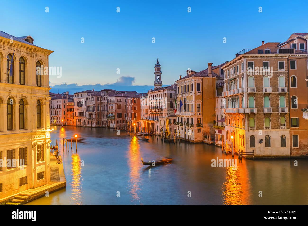 Coucher du soleil sur les toits de la ville à Venise grand canal, Venise (Venezia), Italie Photo Stock