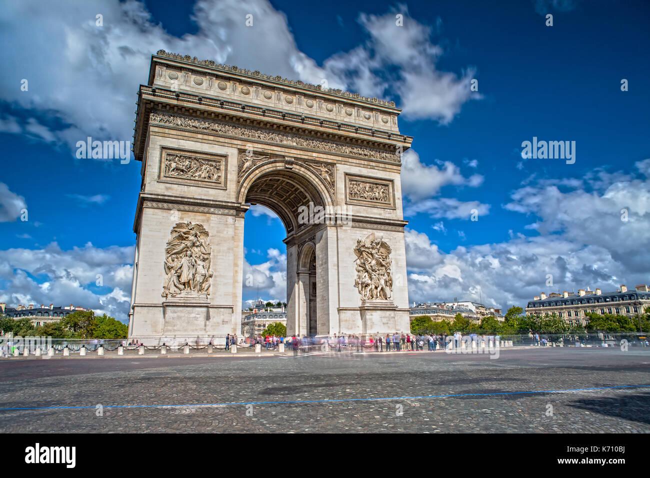Arc de Triomphe sur les Champs Elysées à Paris Photo Stock