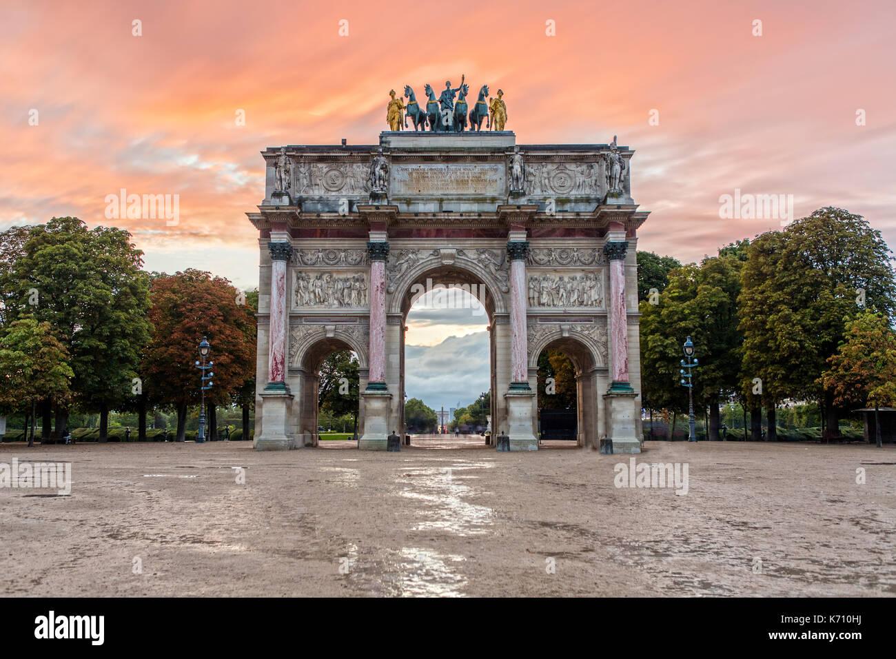 Arc de triomphe du Carrousel au coucher du soleil Photo Stock