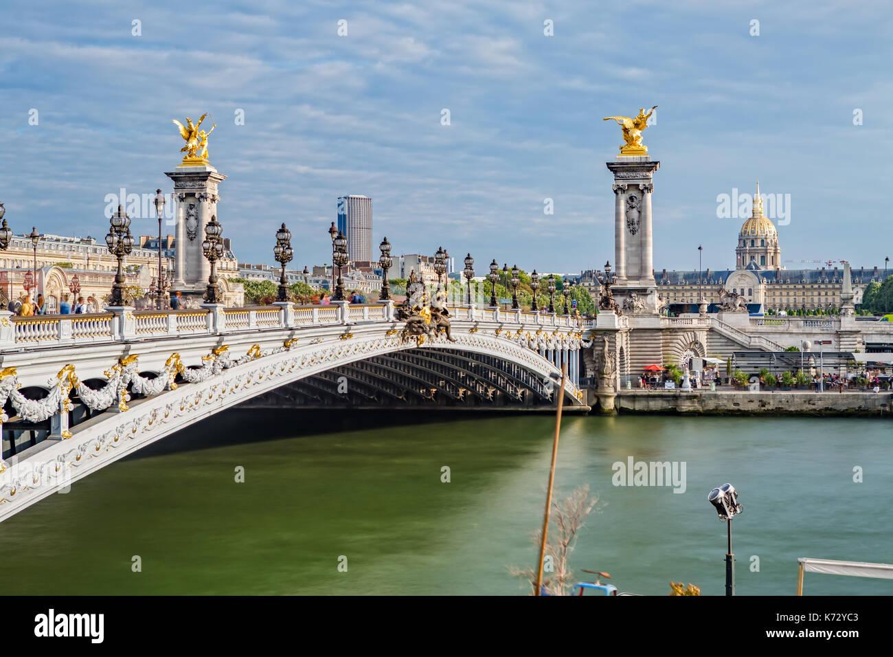 Le Pont Alexandre III et l'Hôtel des Invalides Banque D'Images