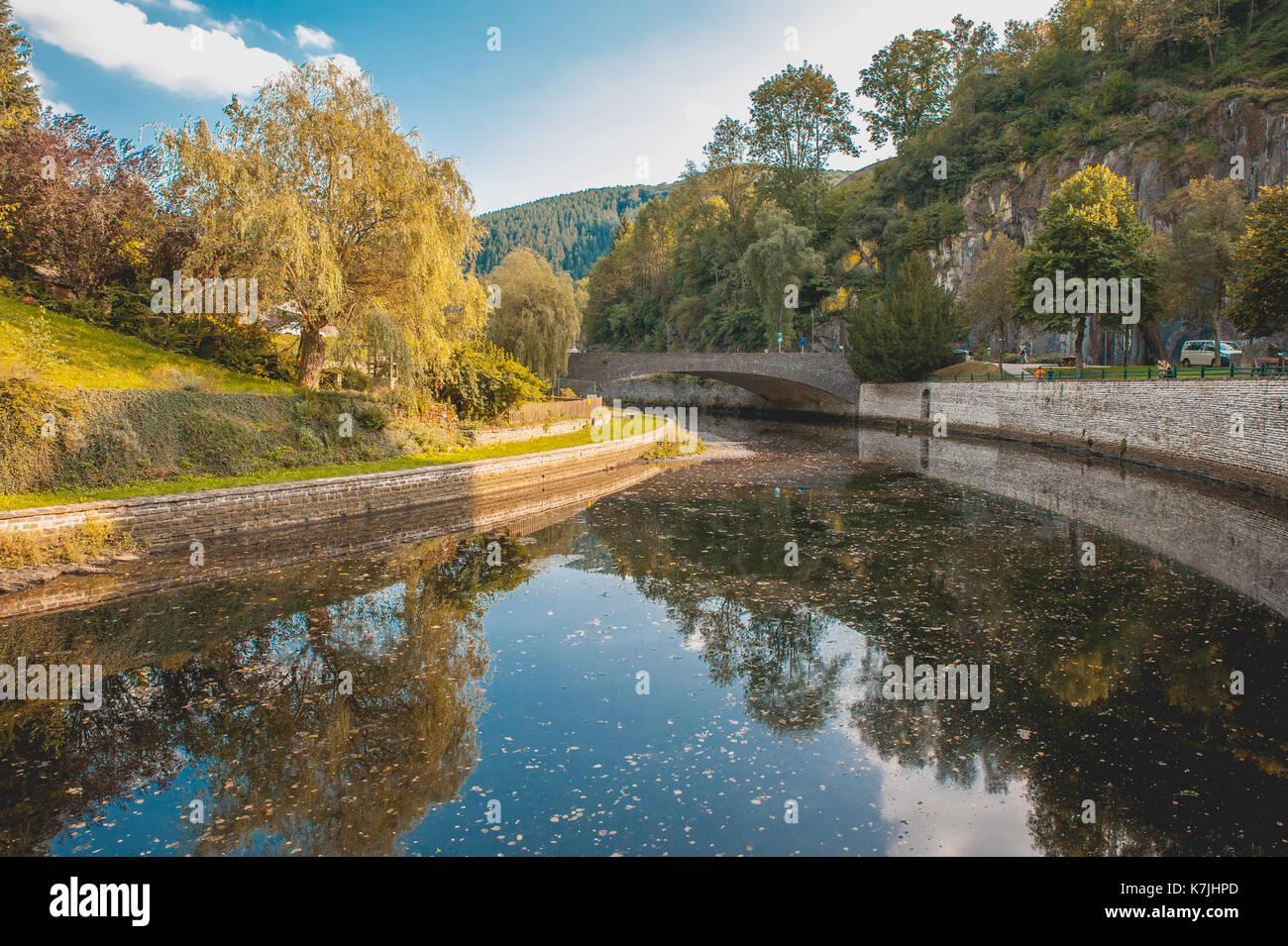 Esch-river et la réflexion sur l'eau, Luxembourg Photo Stock