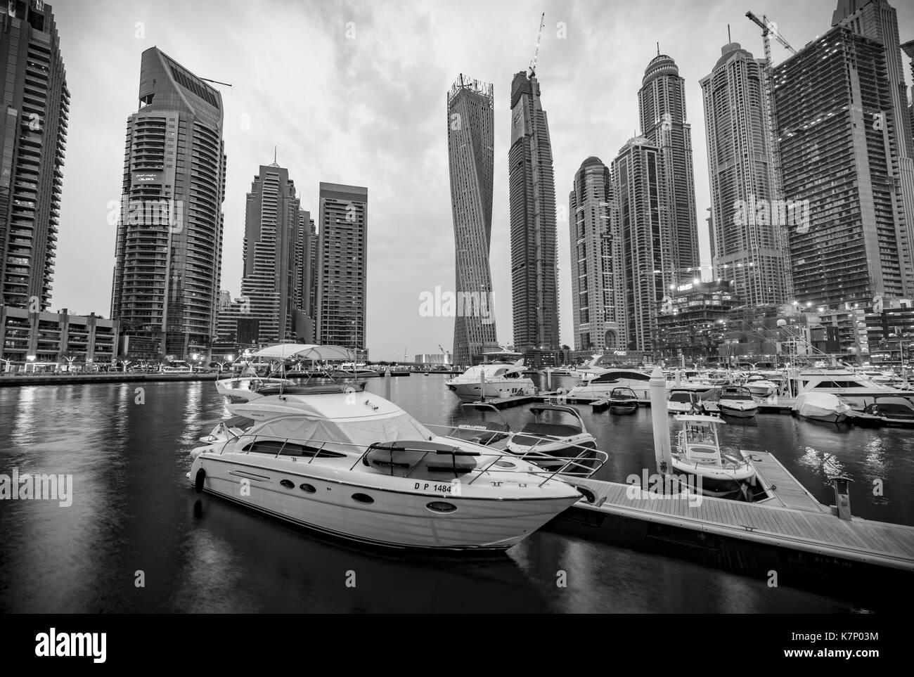 Marina en face des gratte-ciel, la marina de Dubaï, Dubaï, Émirats arabes unis Photo Stock