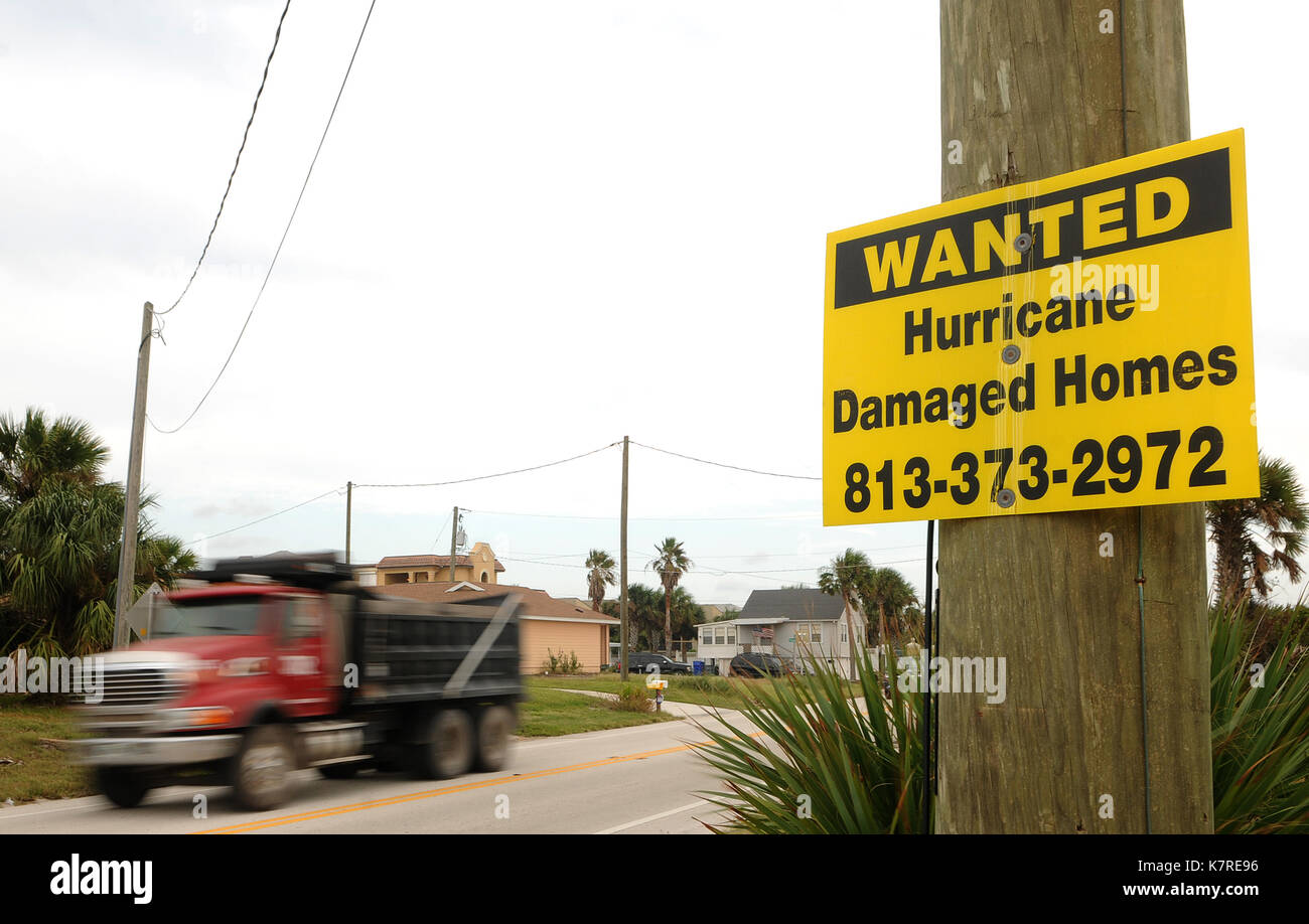 16 septembre 2017- sud Ponte Vedra Beach, Floride, États-Unis - un camion est vu passant un signe à la recherche Banque D'Images