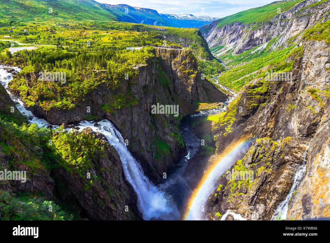 Voringfossen Cascade et vue panoramique sur le plateau et canyon de Mabodalen, Norvège, Scandinavie Photo Stock