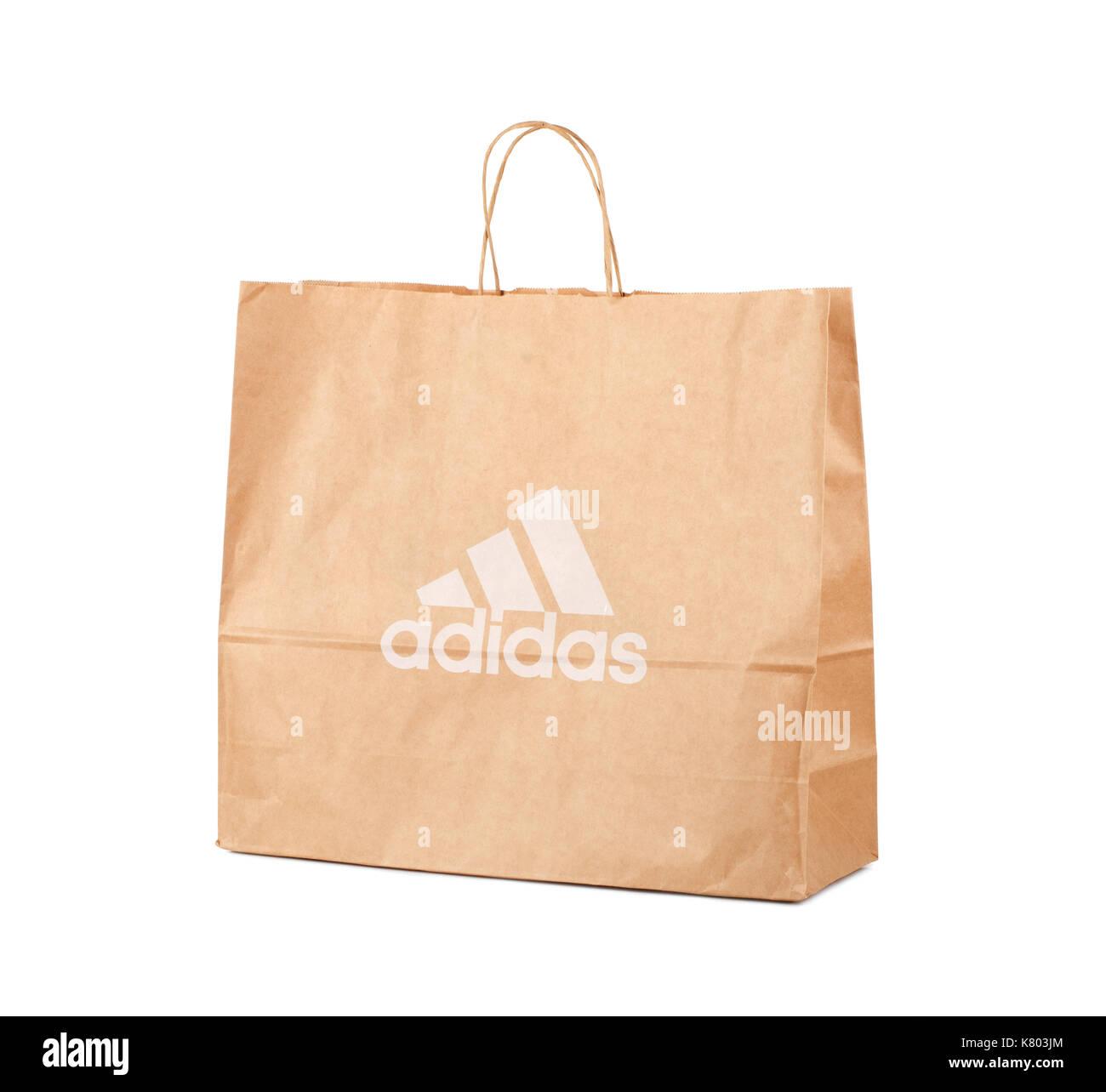 SAMARA, RUSSIE - 17 juin 2017: Adidas sac de papier avec le logo de l'entreprise célèbre, d'illustration editorial Photo Stock