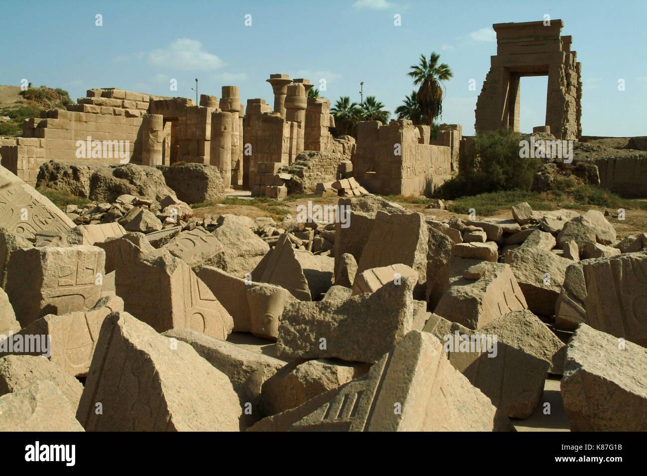 Ruines d'un ancien temple de Louxor, sans personnes, Thèbes, Site du patrimoine mondial de l'UNESCO, l'Égypte, l'Afrique du Nord, Afrique Photo Stock