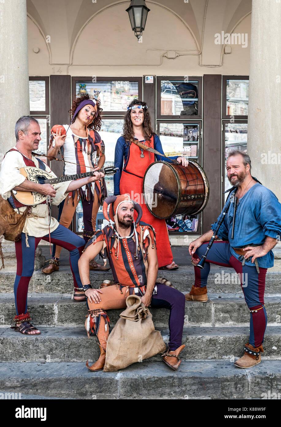 Marinis San habillés et d'effectuer en costume au cours de l'assemblée annuelle Festival médiéval organisé à San Marino. Banque D'Images