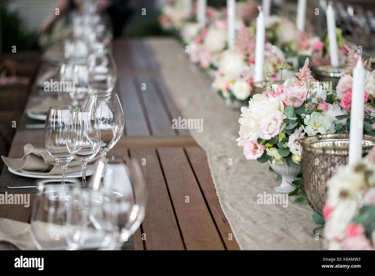 Textile linge de table Décoration., une assiette de serviette sont soigneusement disposées, fourchette Photo Stock