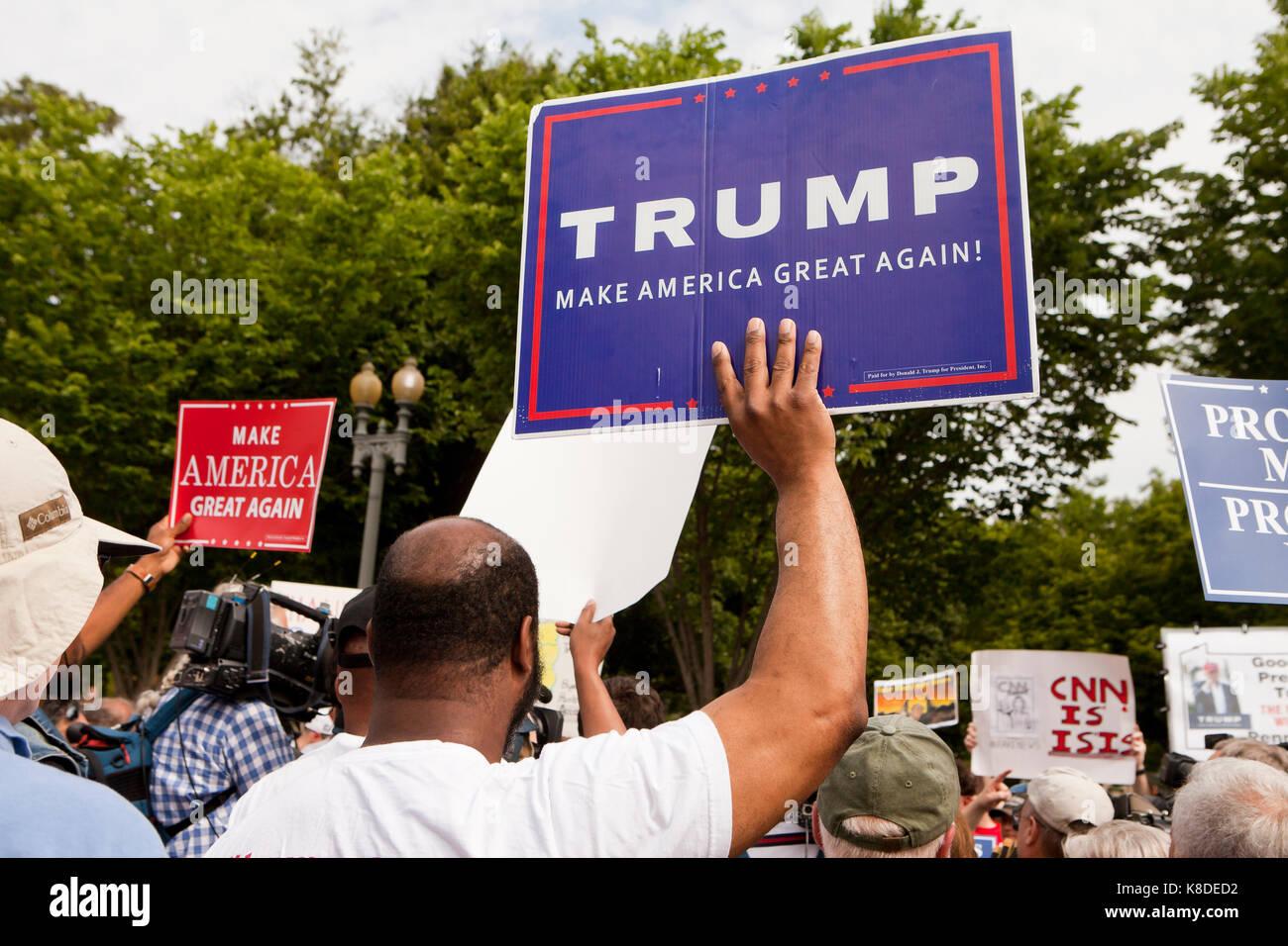 Partisan d'atout lors d'un rassemblement pro-Trump - Washington, DC USA Photo Stock