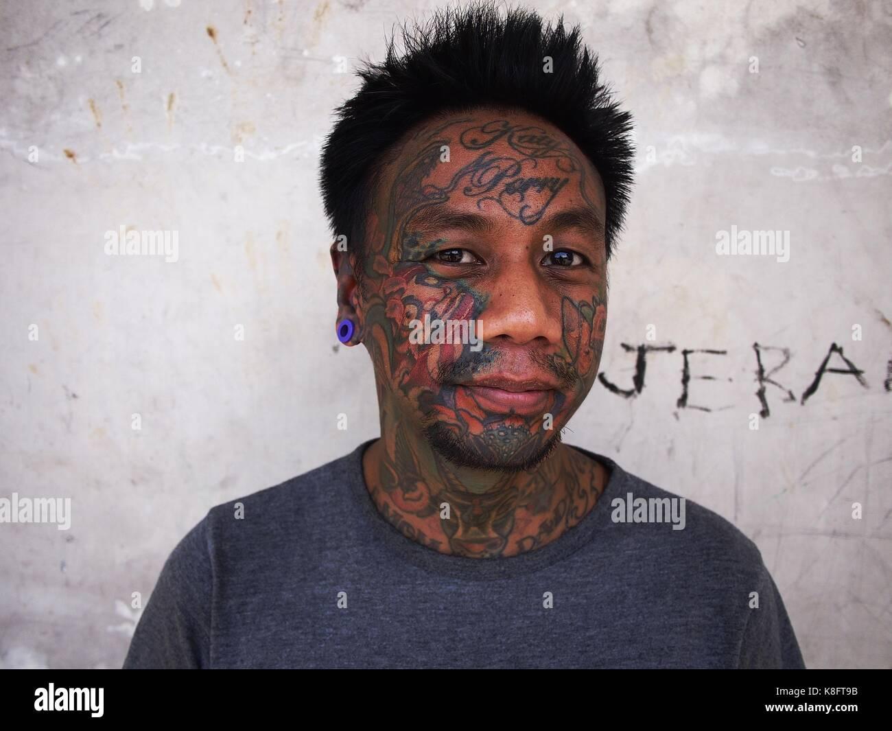 , Cainta rizal, philippines - le 18 septembre 2017: un homme avec le body art, montre son tatouage facial Photo Stock