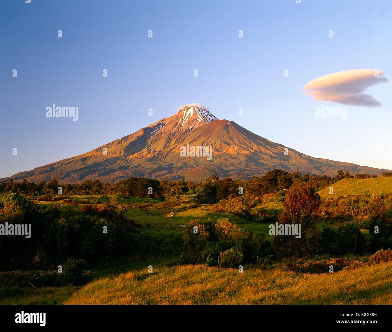 La Nouvelle-Zélande. L'île du nord. le Mont Taranaki. Photo Stock