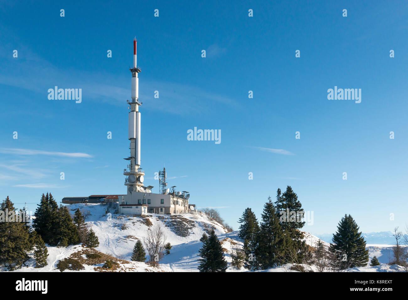 Émetteur de télévision au sommet du petit mont rond, Jura, France Photo Stock