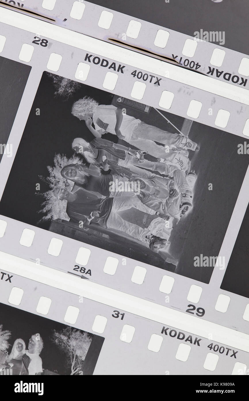 Exposés Kodak Tri-X 400 noir et blanc film sur table lumineuse - USA Photo Stock