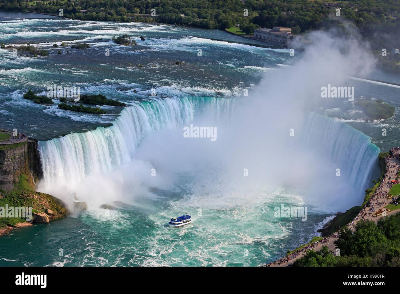 Horseshoe Falls de Niagara et Maid of the Mist boat, vue aérienne Banque D'Images