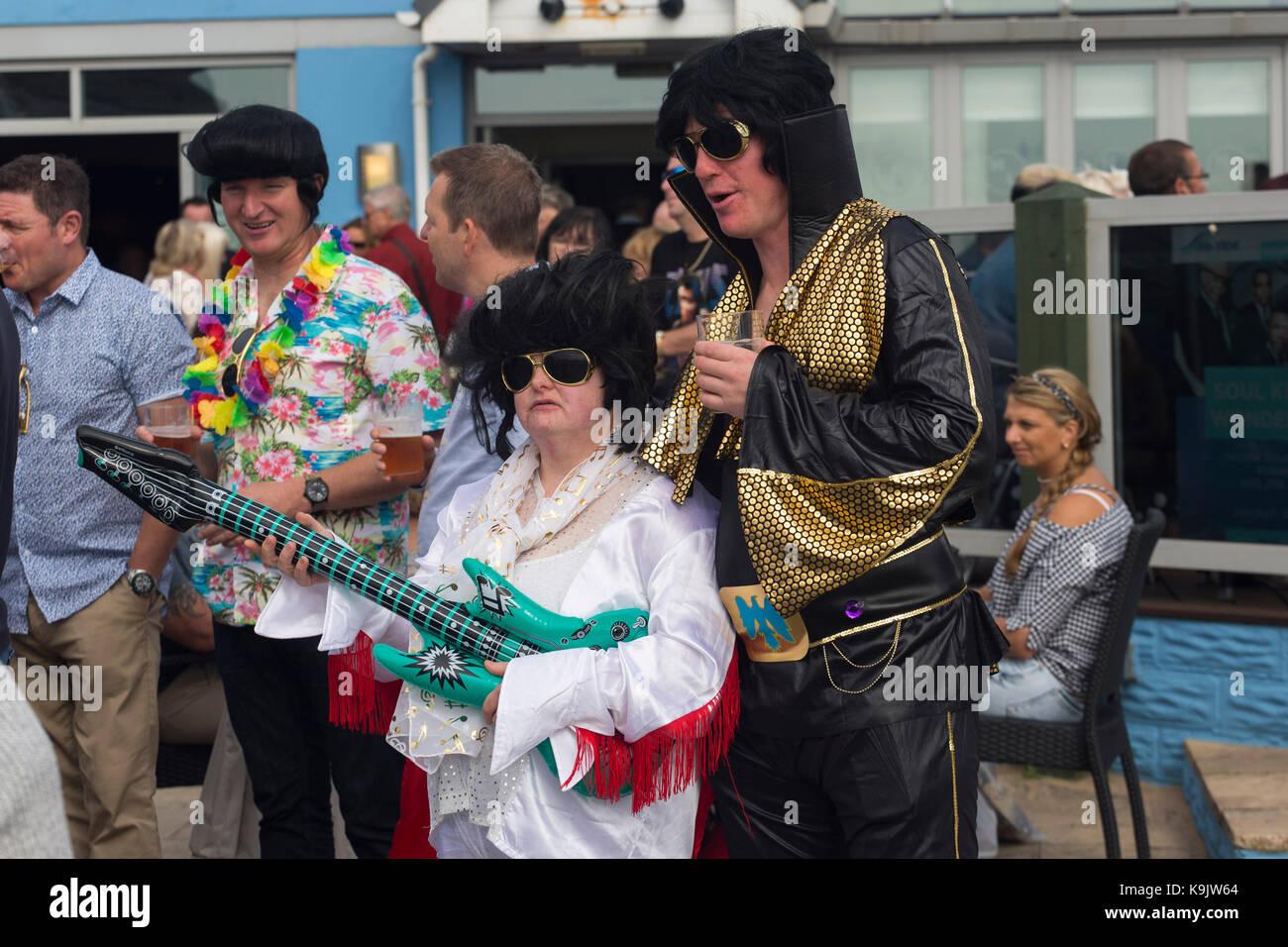Elvis regarder-un-aime à l'Elvis Presley de Porthcawl Festival, Porthcawl, Pays de Galles. Photo Stock