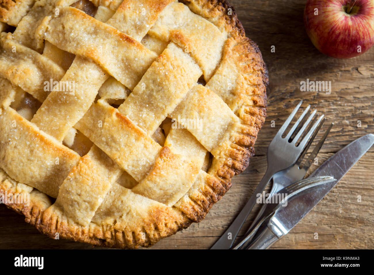 Tarte aux pommes classique dessert. des american pie à partir de l'automne bio les pommes. Photo Stock
