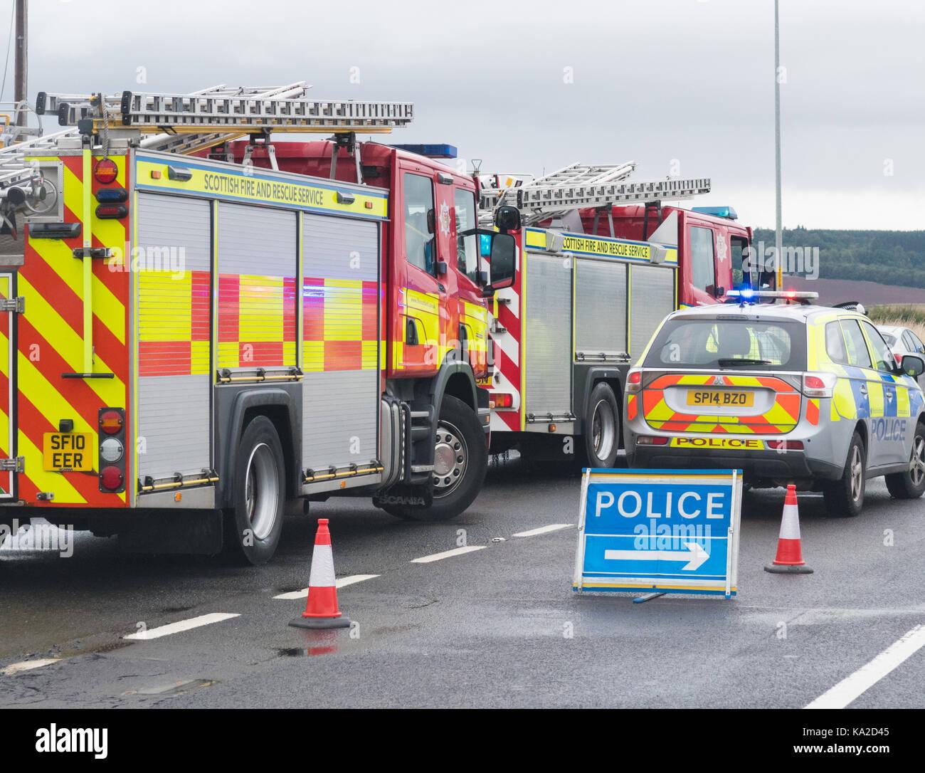 Les véhicules des services d'urgence à un accident de la circulation, Ecosse, Royaume-Uni Photo Stock