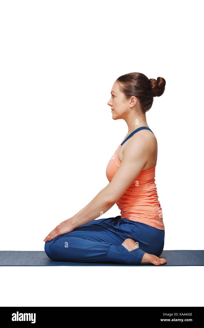 Femme dans le hatha yoga asana vajrasana Banque D'Images