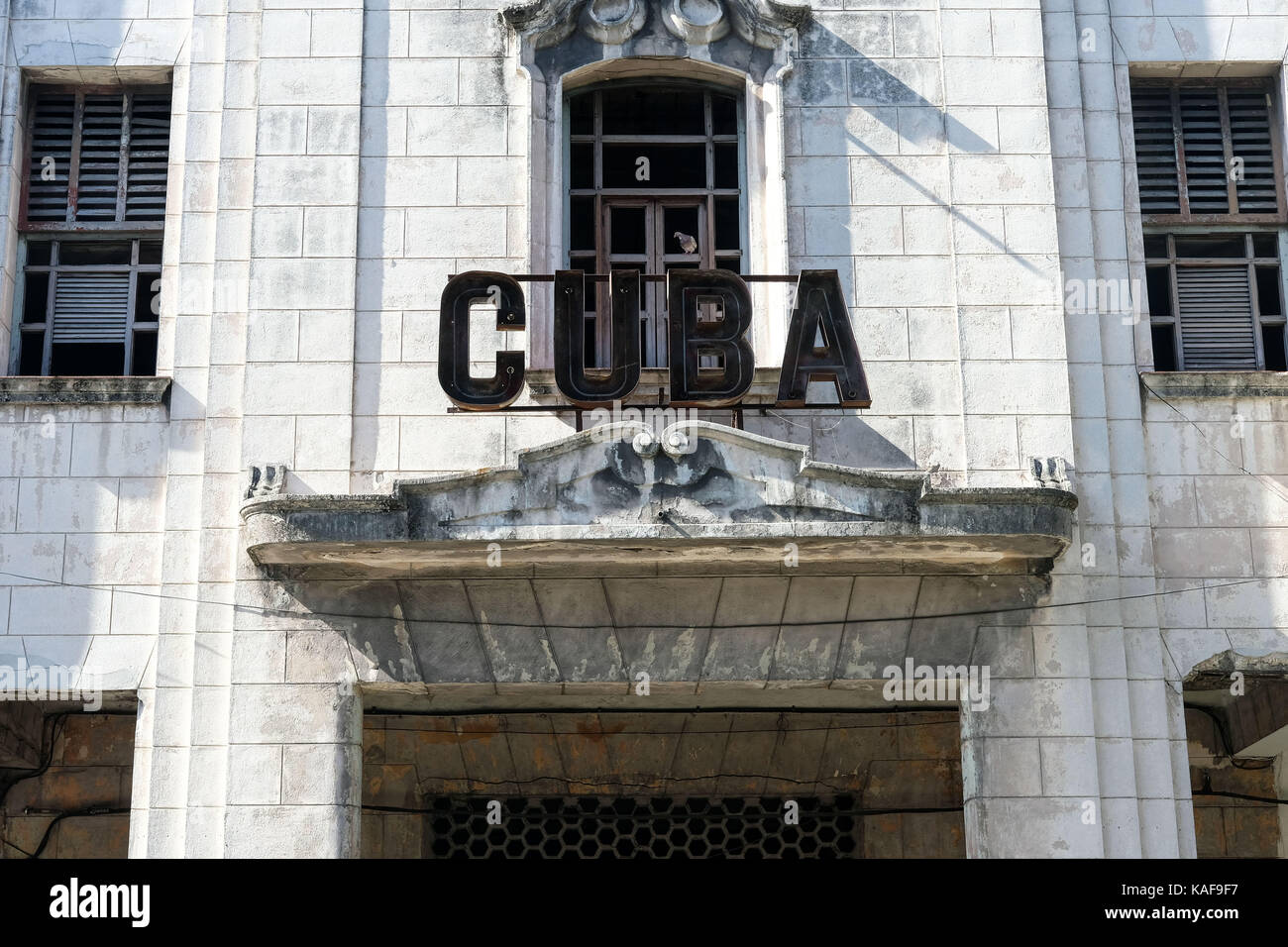 Un immeuble décrépit à La Havane, Cuba. Photo Stock